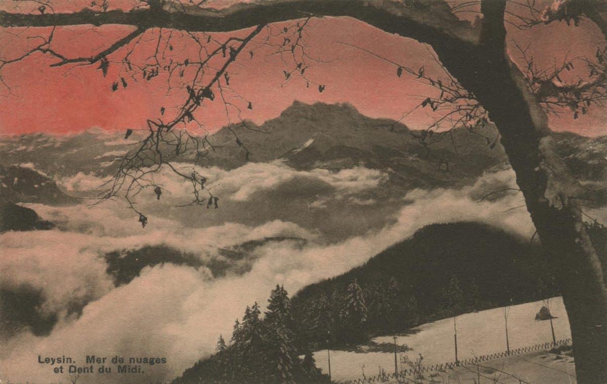 Carte postale. Leysin, mer de nuages et Dent du Midi
