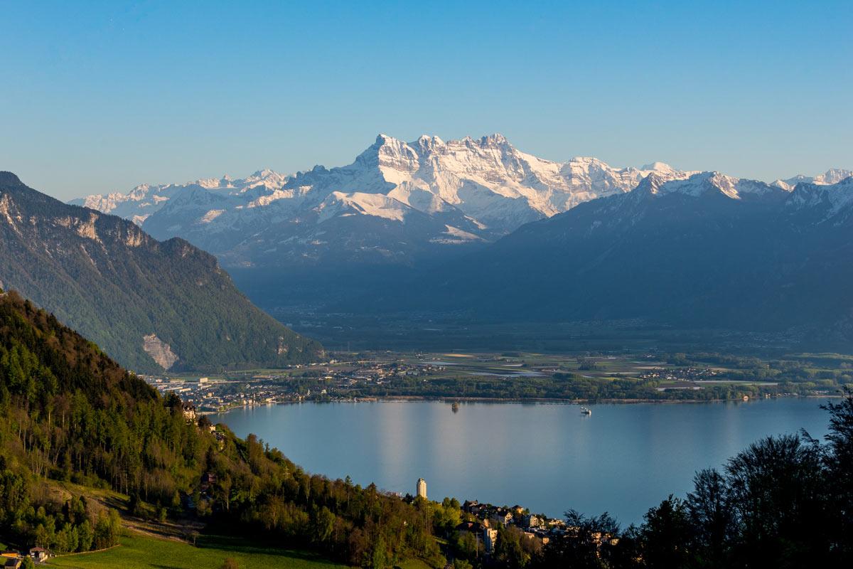 Vue sur le Lac Léman, Montreux, Villeneuve et les Dents du Midi. © Fabrice Ducrest