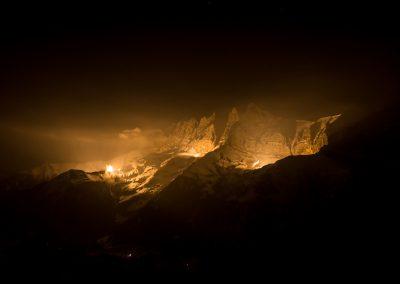 Pour le bicentenaire de l'entrée du Valais dans la Confédération, 13 sommets du canton dont les Dents-du-Midi se sont illuminés le mercredi 18 mars 2015
