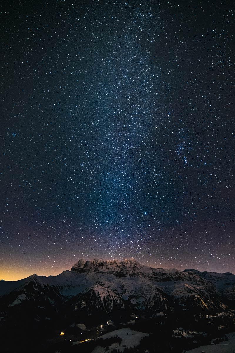 Les Dents du Midi et la voie lactée à la Foilleuse au-dessus de Morgins © Fabrice Ducrest