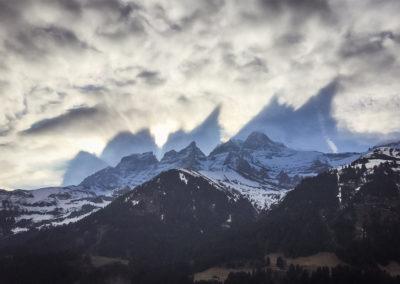 Projection des Dents-du-Midi sur les nuages