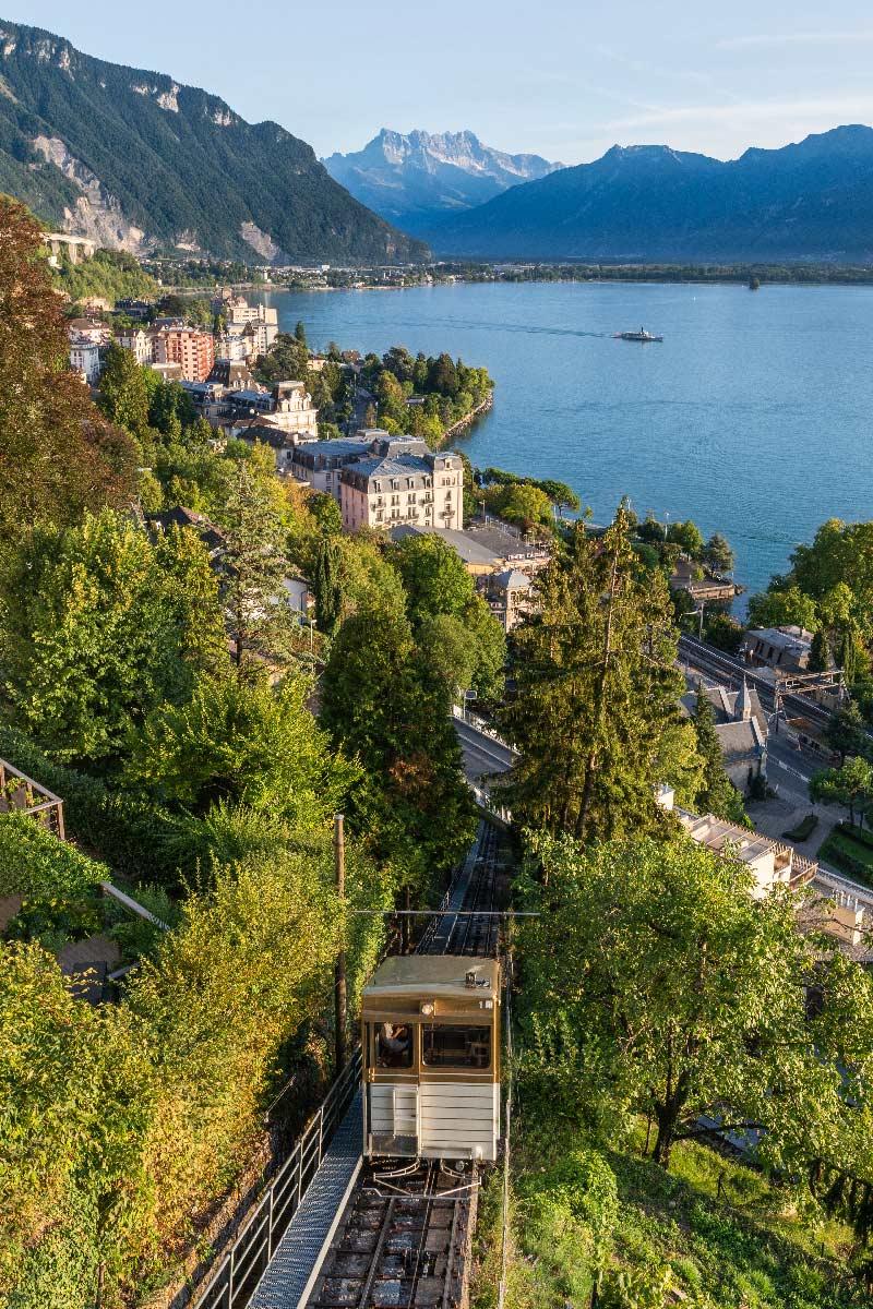 Mis en service le 18 août 1883, le funiculaire Territet-Glion est le deuxième funiculaire construit en Suisse après le Lausanne — Ouchy datant de 1877. Fonctionnant à l'aide de ballast d'eau installé sous les cabines et d'une crémaillère, il fut entièrement automatisé en 1975. Avec un dénivelé de 300 mètres et une distance de 632 mètres, la pente était alors la plus forte d'Europe à cette époque avec un maximum de 570 ‰.