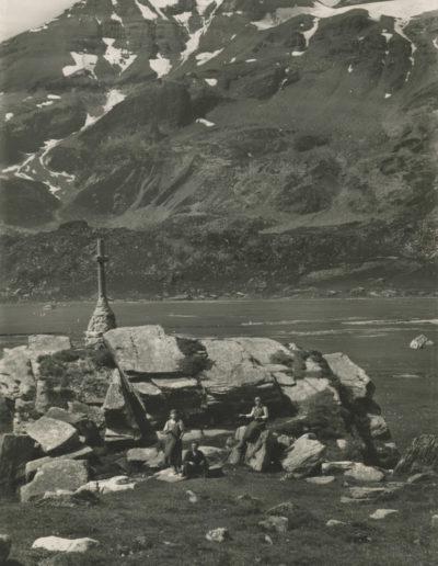Salanfe - Le monument et les Dents-du-Midi, août 1952