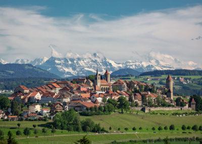 Romont et les Dents-du-Midi et le Mont-Blanc. Compte Instagram et © koruja_jc