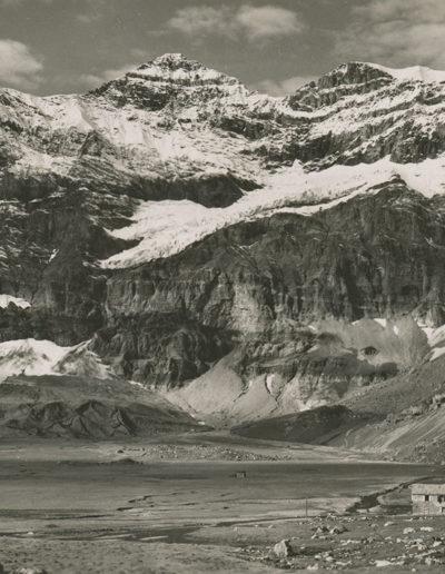 Le plateau de Salanfe et l'Hôtel de la Cime-de-l'Est. La Tour Sallière et le Glacier Noir