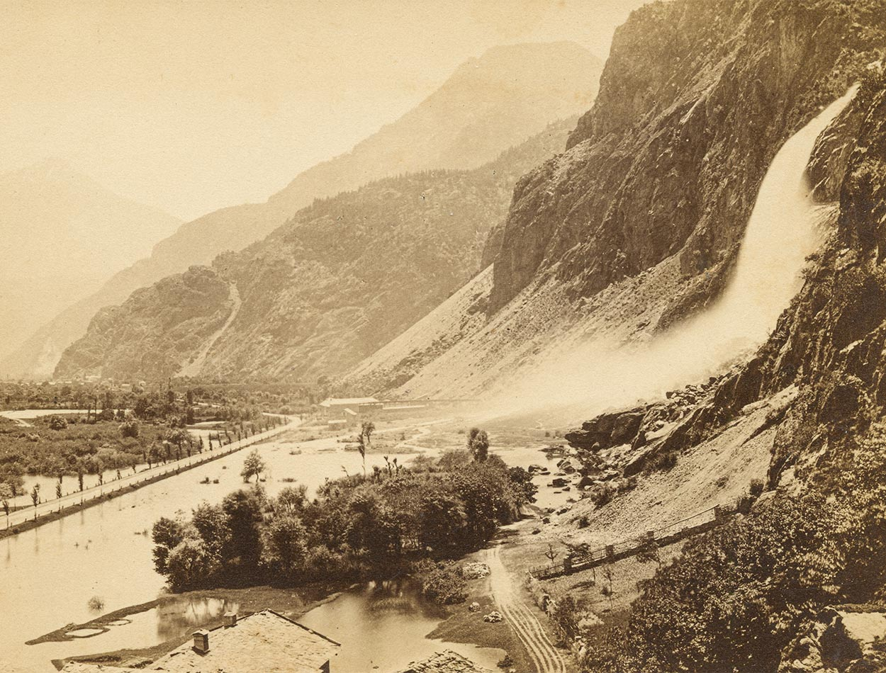 Le dernier élan de la Salanfe dans une vallée du Rhône inondée. Photographie vers 1890
