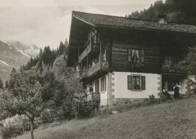 Champéry - Chalet de la Pierre, vers 1920. © Fonds Boissonnas, Bibliothèque de Genève