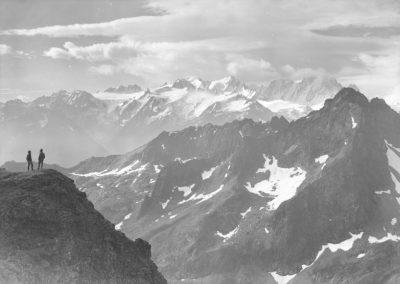 Glacier du Trient, Aiguilles-Dorées et Tour-Salière depuis le col des Paresseux. Photographie datée du 6 août 1922. © Fonds Boissonnas, Bibliothèque de Genève