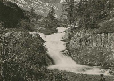 Salanfe, chemin de Salvan, vers 1920. © Fonds Boissonnas, Bibliothèque de Genève