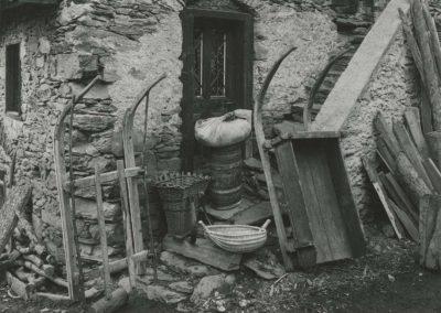 Salvan - Instruments et outils de bois, vers 1920. © Fonds Boissonnas, Bibliothèque de Genève
