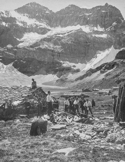Chalet de Salanfe et Tour Sallières, 1899. Archives de la famille de Louguinine, montagnes n°1. Source : Section des Diablerets du Club Alpin Suisse
