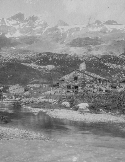 Plaine de Salanfe et Dents du Midi. Fonds privé, Jeanine Py. Excursion dans les Alpes (1891-1920). Source : Section des Diablerets du Club Alpin Suisse