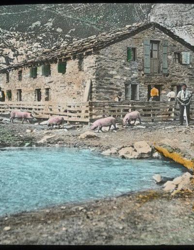 Salanfe, le vieux restaurant, vers 1900. Photographie A. Masson. Source : Section des Diablerets du Club Alpin Suisse